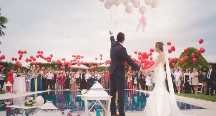 The Importance of Friends , Family And Food During Your Wedding